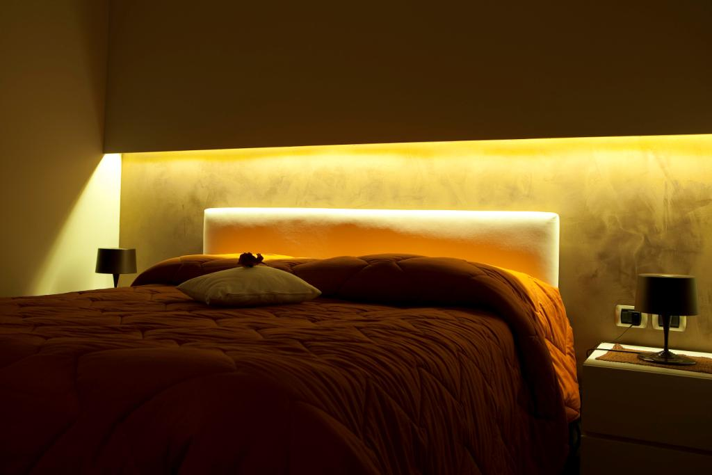 Camera da letto tecnocavi - Camera da letto con parete in cartongesso ...