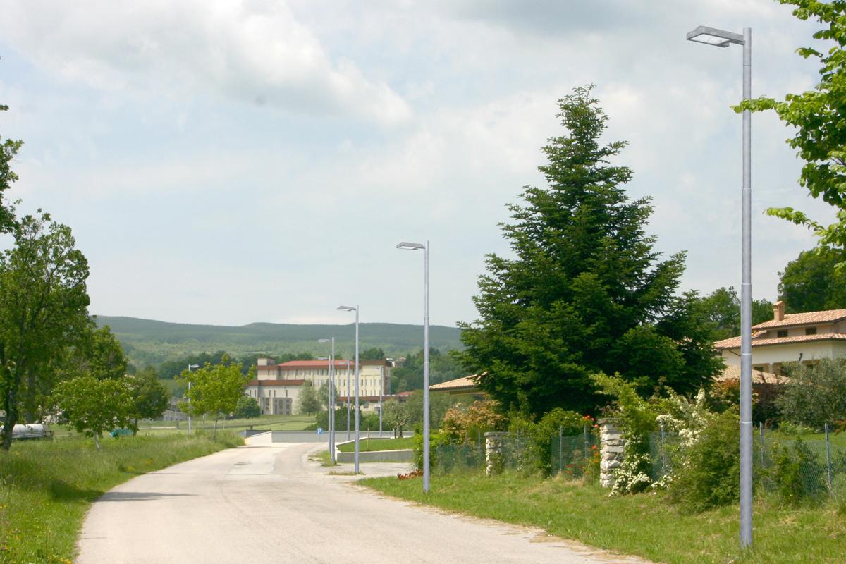 Sostituzione pali della pubblica illuminazione al villaggio san rocco