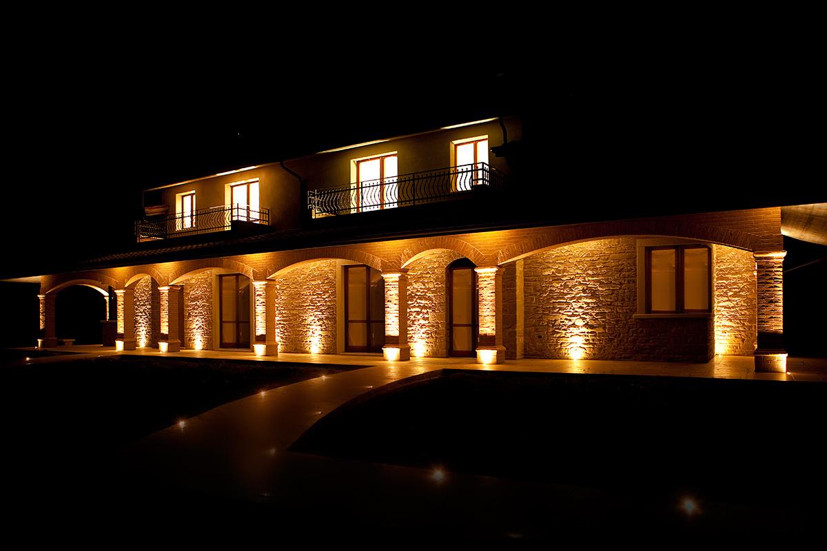 Illuminazione led per portico casa in pietra tecnocavi for Illuminazione led casa esterno