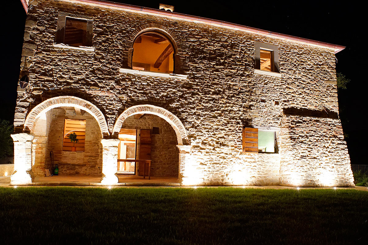 Casa rurale illuminata a led tecnocavi